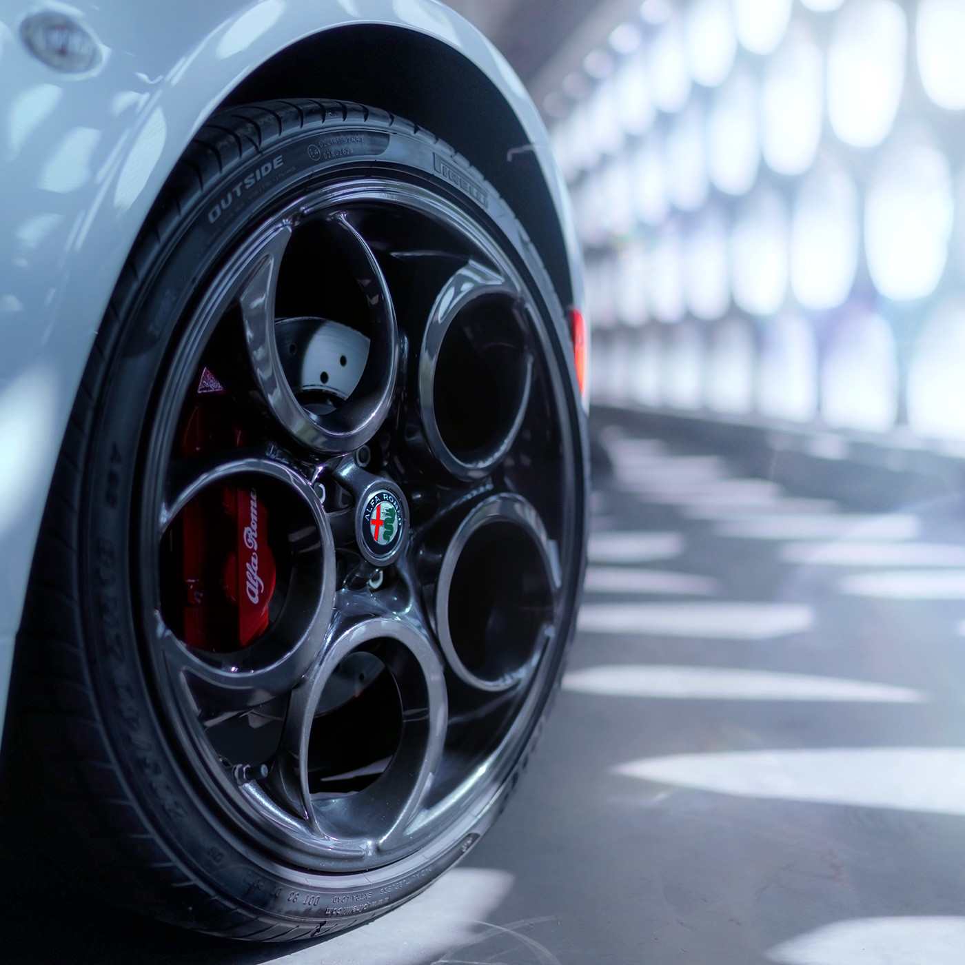 Alfa Romeo 4C spider dark 5-hole aluminum wheels and red brake caliper