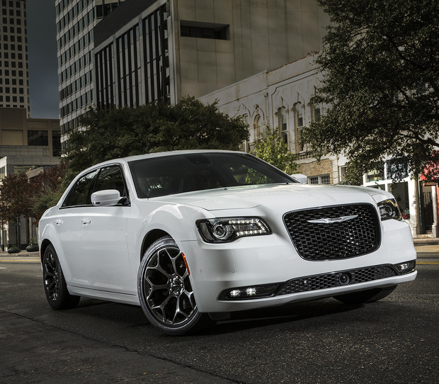 2018 Chrysler 300, side view, shown in Brilliant White