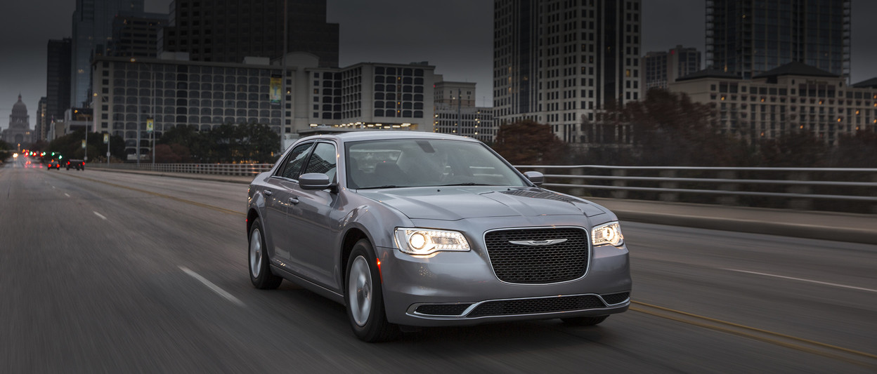 2018 Chrysler 300 exterior shown in Ceramic Grey
