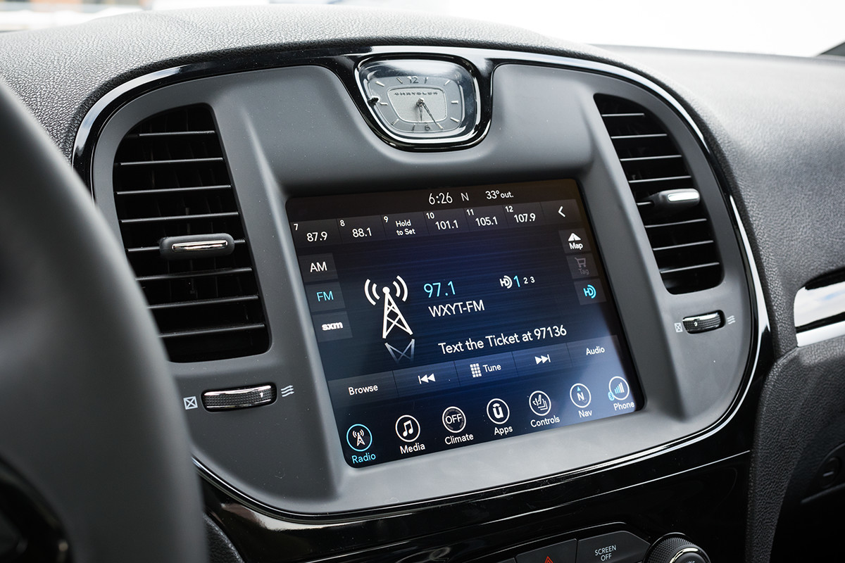 2019 Chrysler 300 with touchscreen