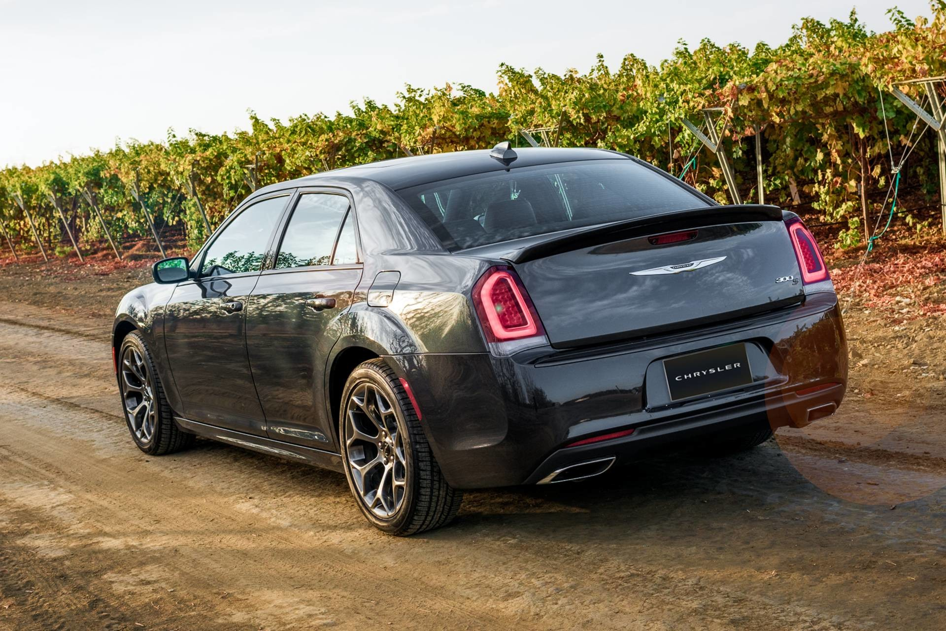 2019 Chrysler 300 with impressive fuel economy2019 Chrysler 300 driving down a country road