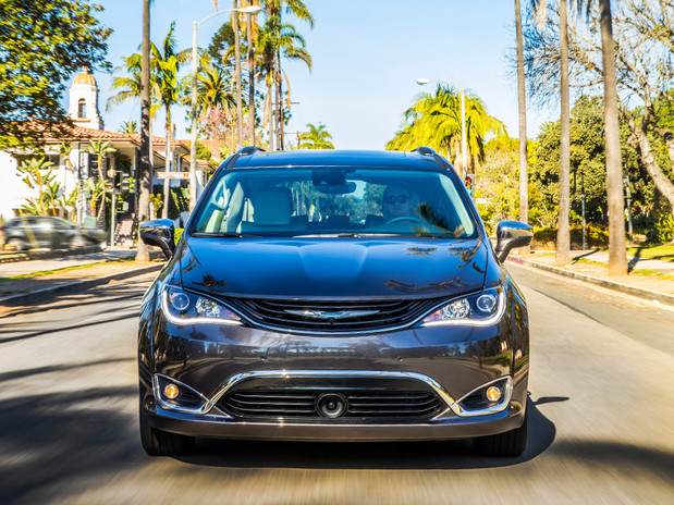 2018 Chrysler Pacifica Hybrid Minivan