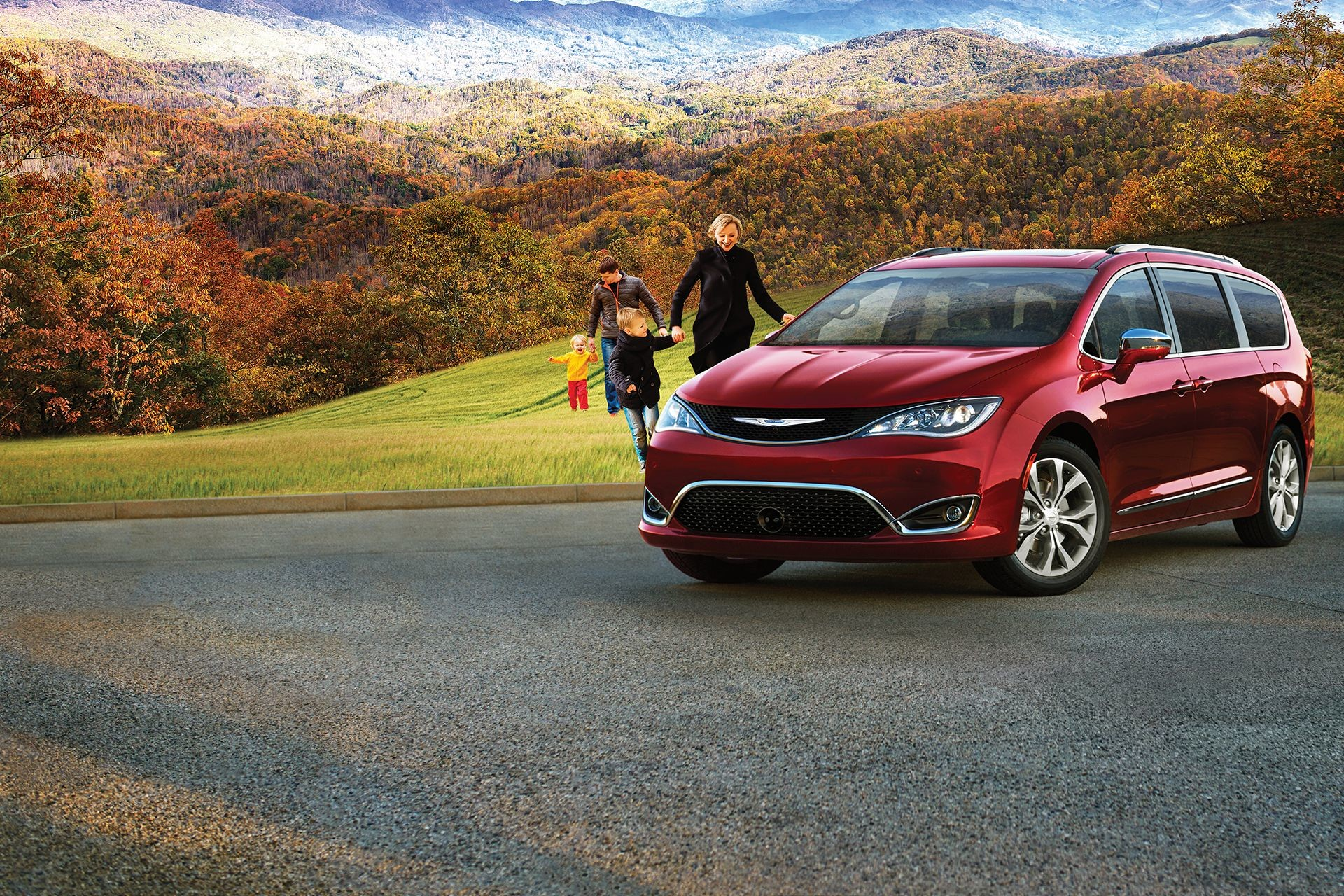 2018 Chrysler Pacifica Exterior Mountain Lifestyle