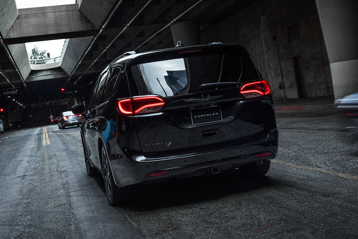 2019 Chrysler Pacifica driving on the highway