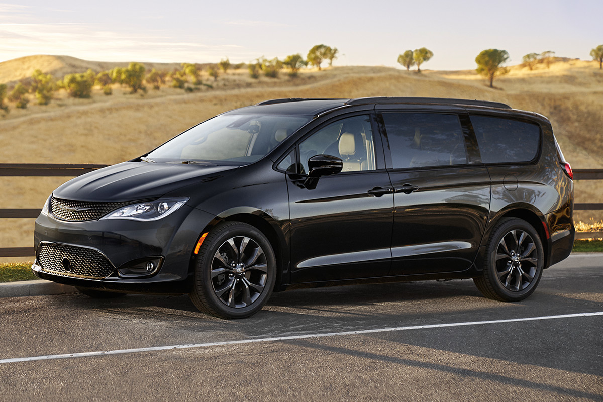 2019 Chrysler Pacifica S appearance package black noise wheel