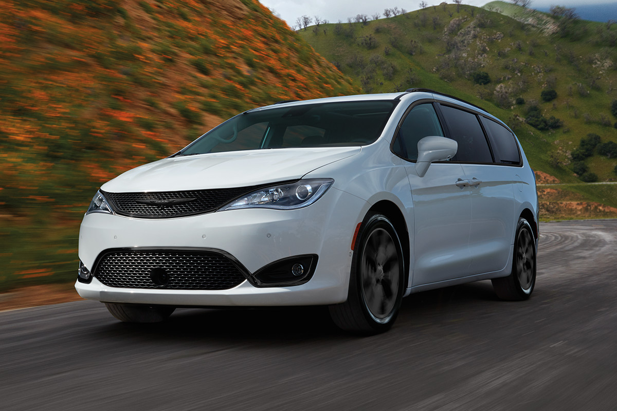 2019 Chrysler Pacifica white exterior on the road