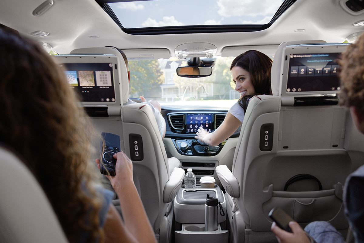 2019 Chrysler Pacifica uConnect touchscreen