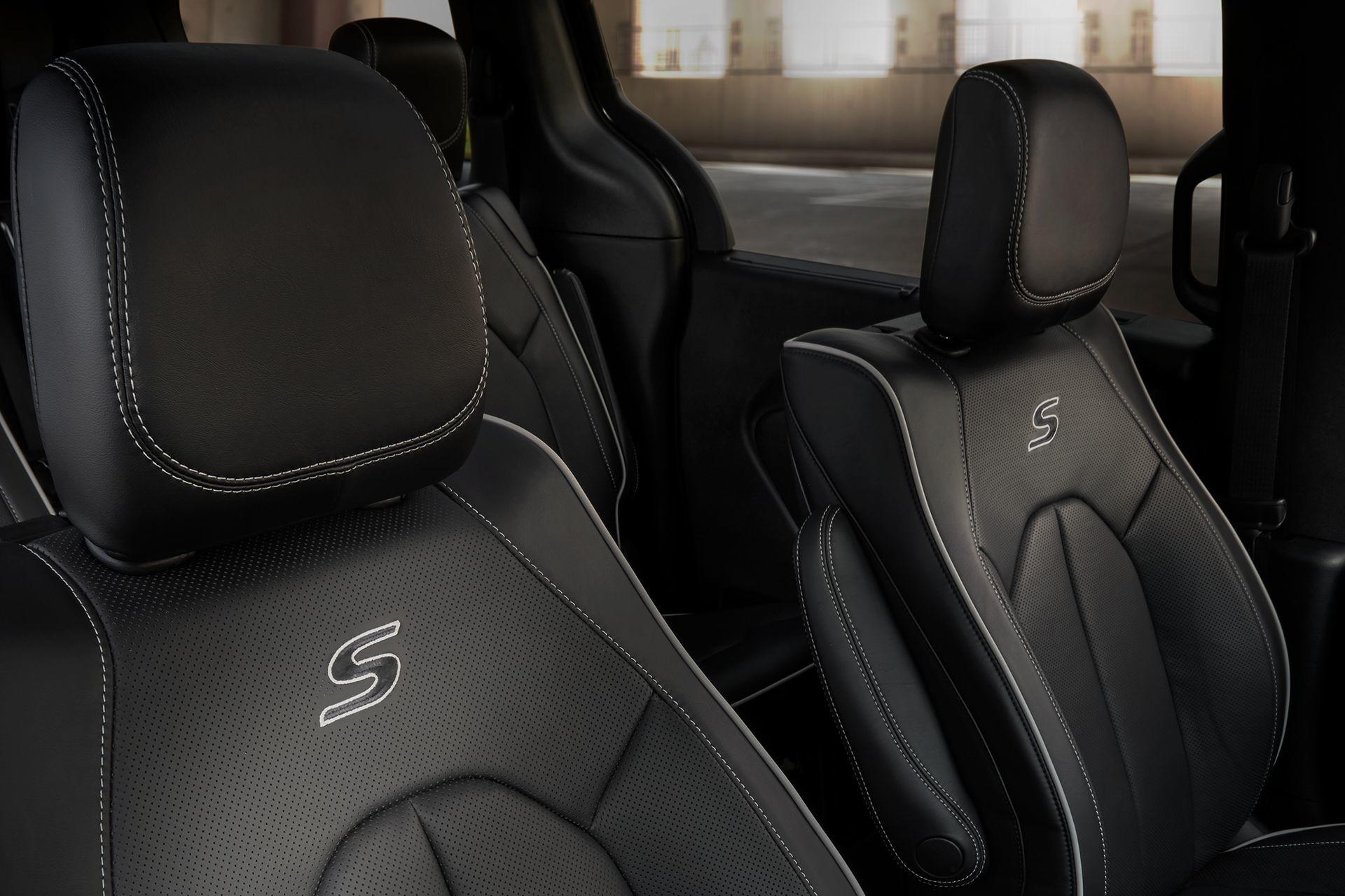 2019 Chrysler Pacifica black leather seats interior