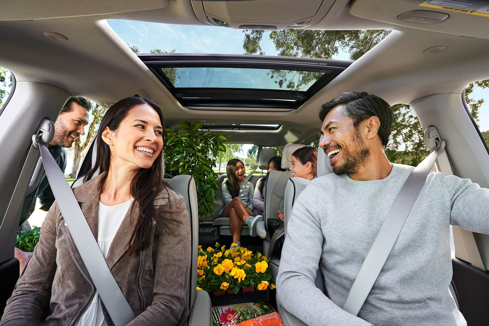 2019 Chrysler Pacifica people in car laughing