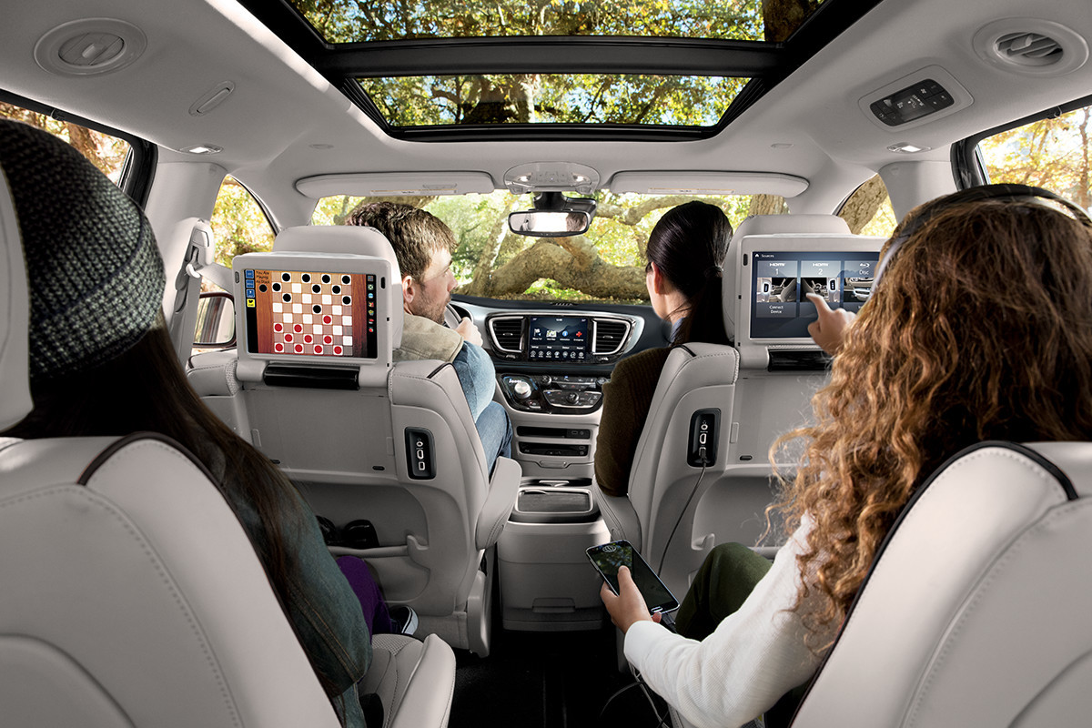 Chrysler Pacifica Hybrid 2018 Technology 2<sup>nd</sup>-Row Entertainment System