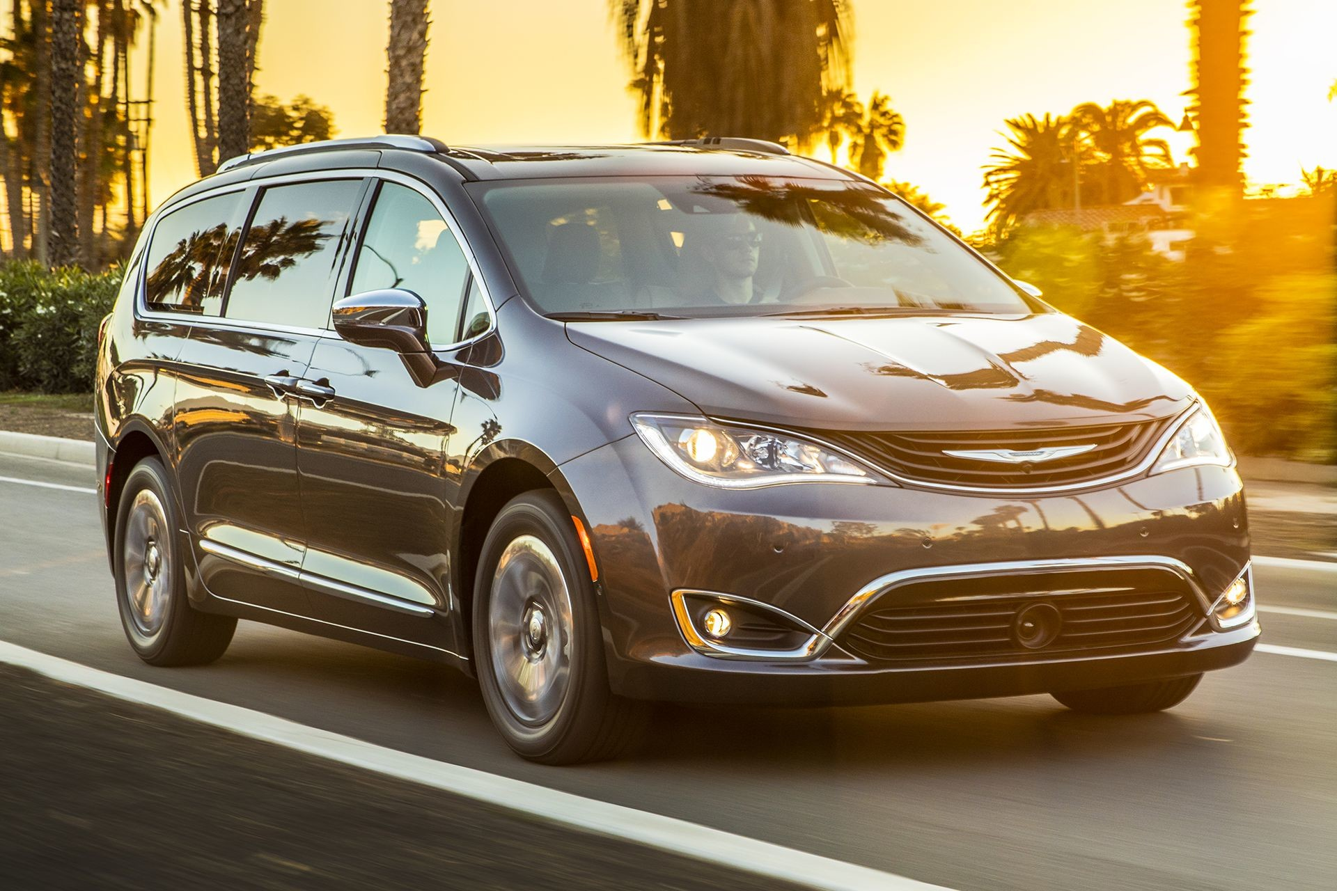 Chrysler Pacifica Hybrid 2018 Exterior Road Lifestyle