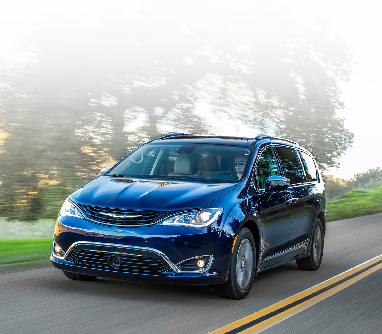 Chrysler Pacifica Hybrid 2018, Front View, Jazz Blue Pearl