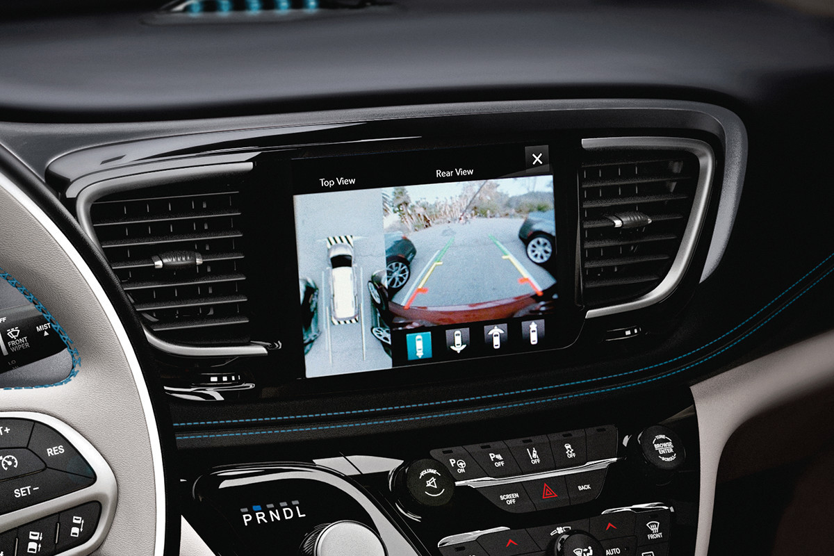 2019 Chrysler Pacifica Hybrid 360° Surround View screen display