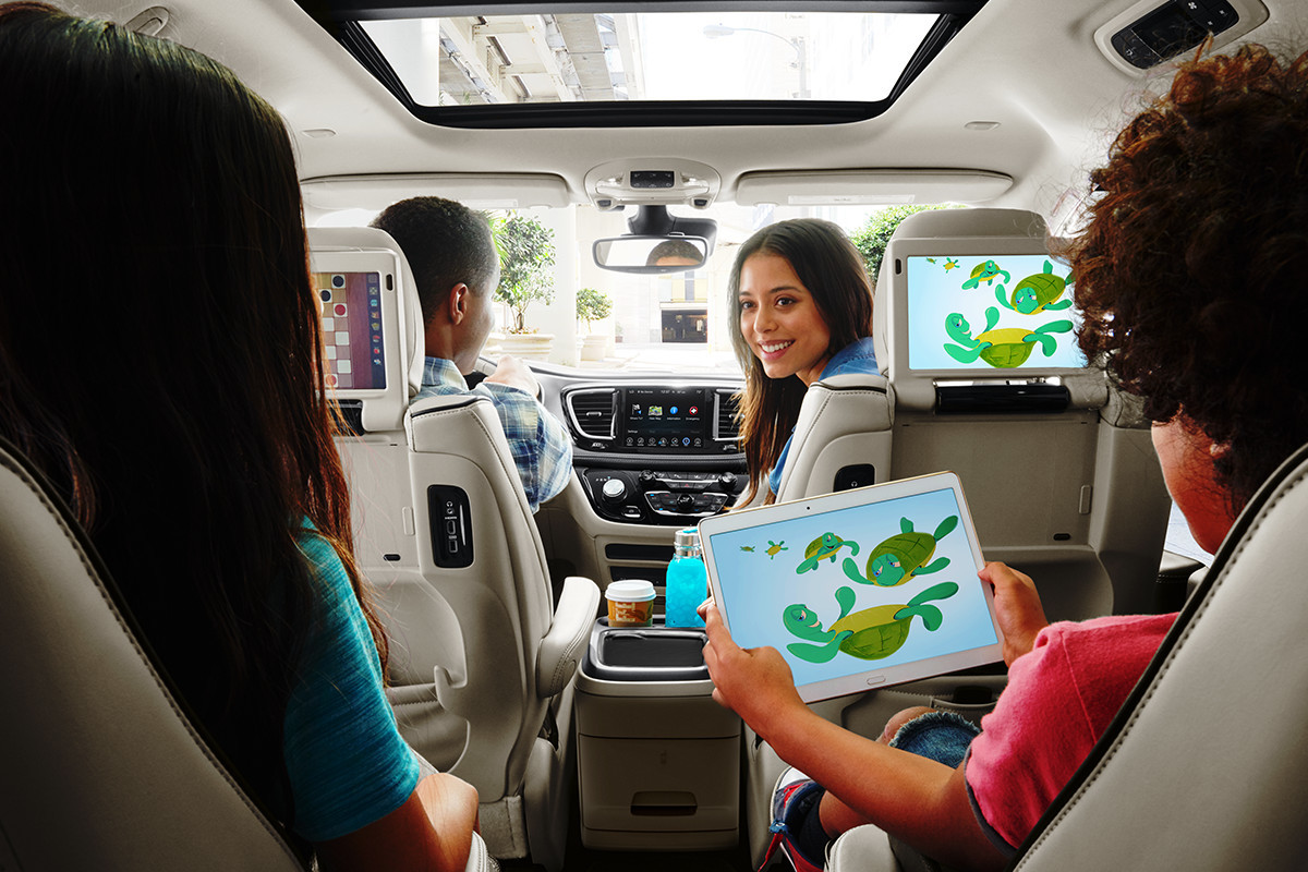 2019 Chrysler Pacifica Hybrid back seats entertainment system