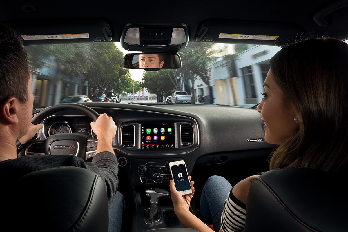 2019 Dodge Charger Uconnect multimedia centre