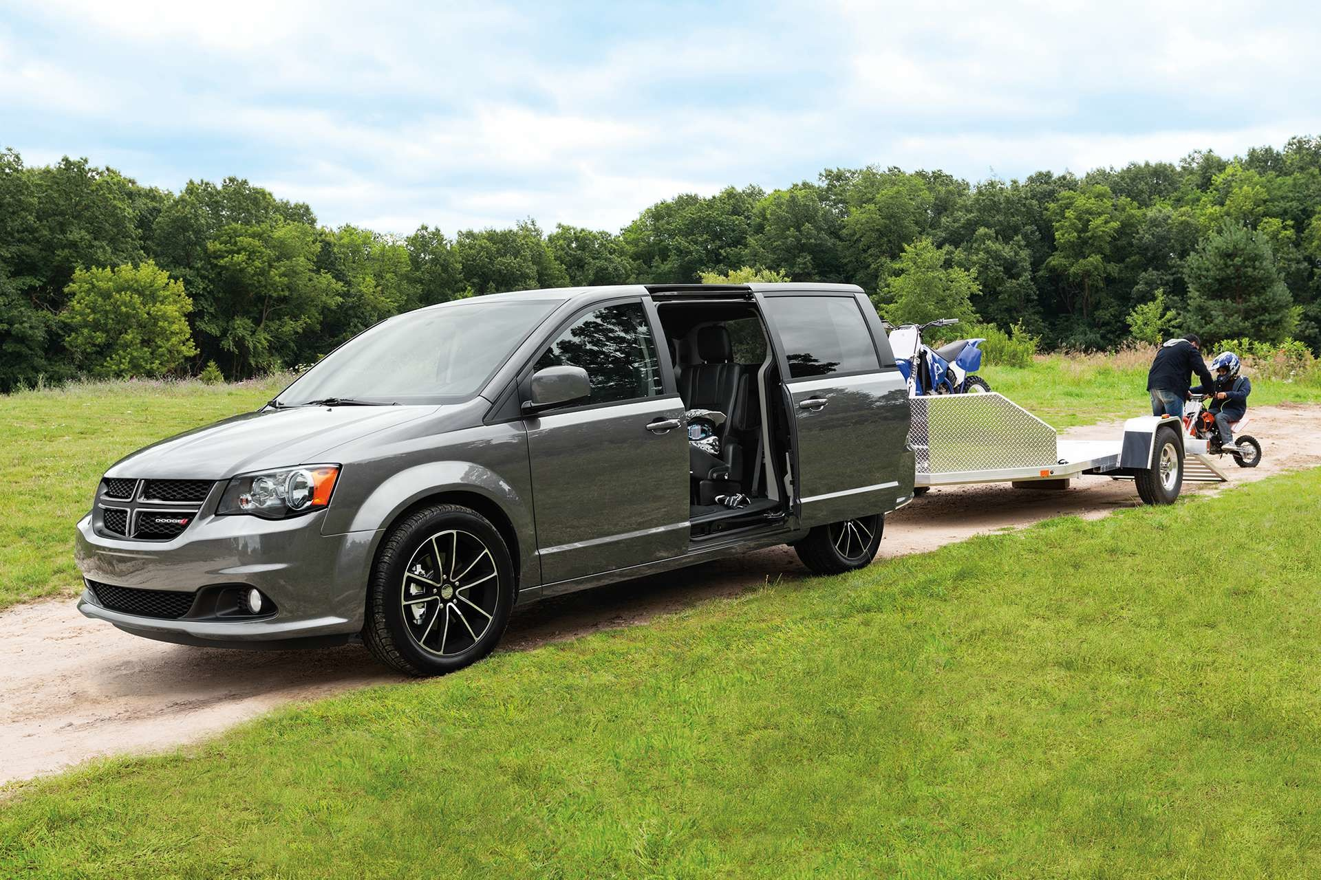 2019 Dodge Grand Caravan exterior view in grey towing a trailer
