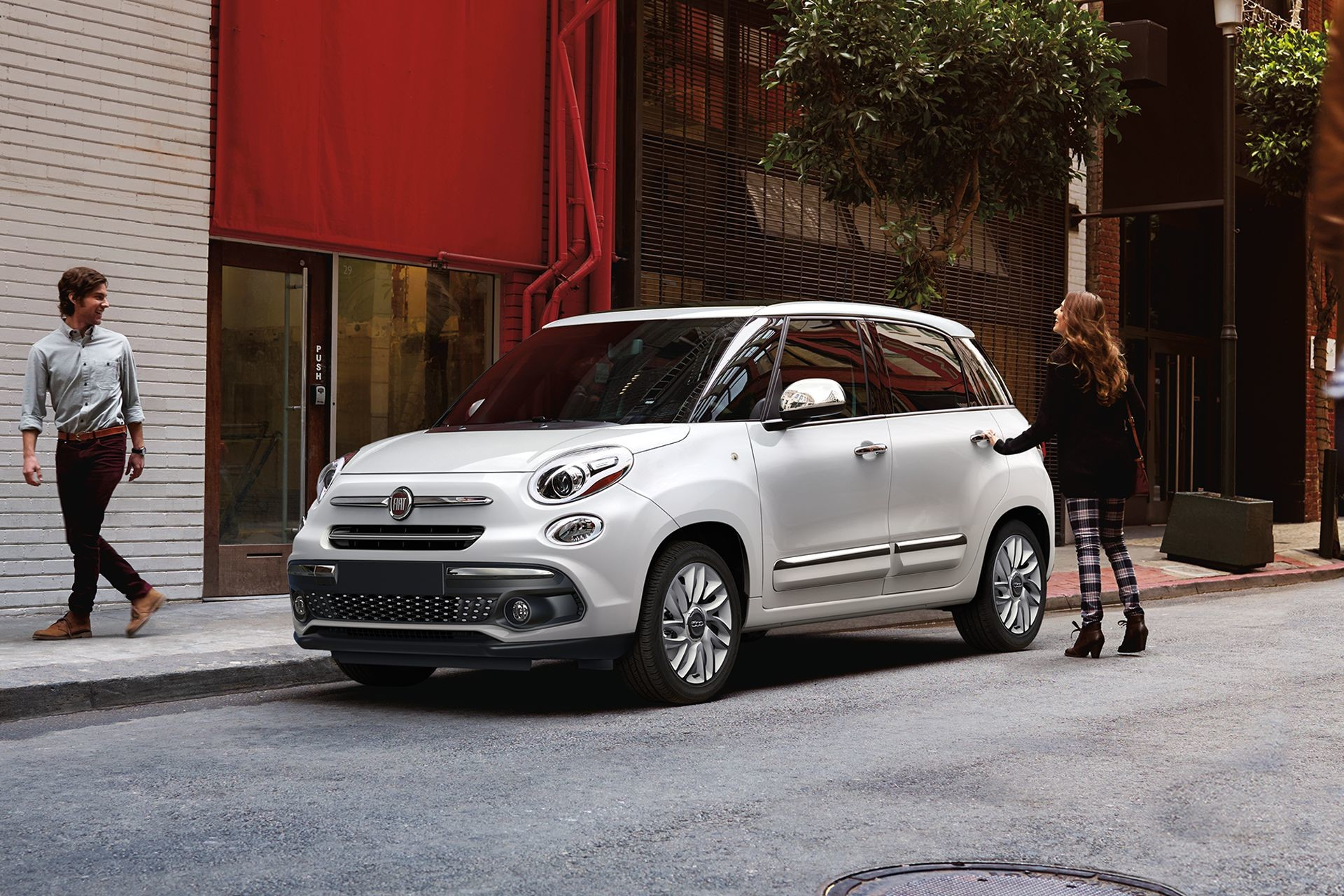 2018 Fiat 500L 4-door exterior side view