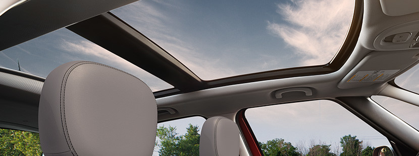 Overview of the dual-pane sunroof on the 2020 FIAT 500L