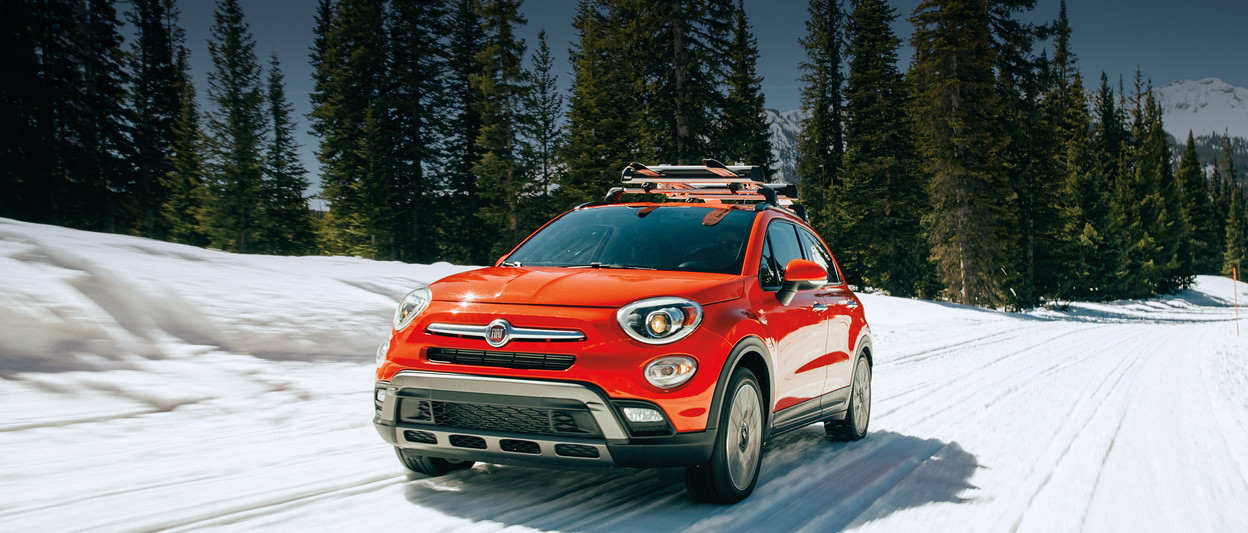 2018 Fiat 500X crossover side view in red