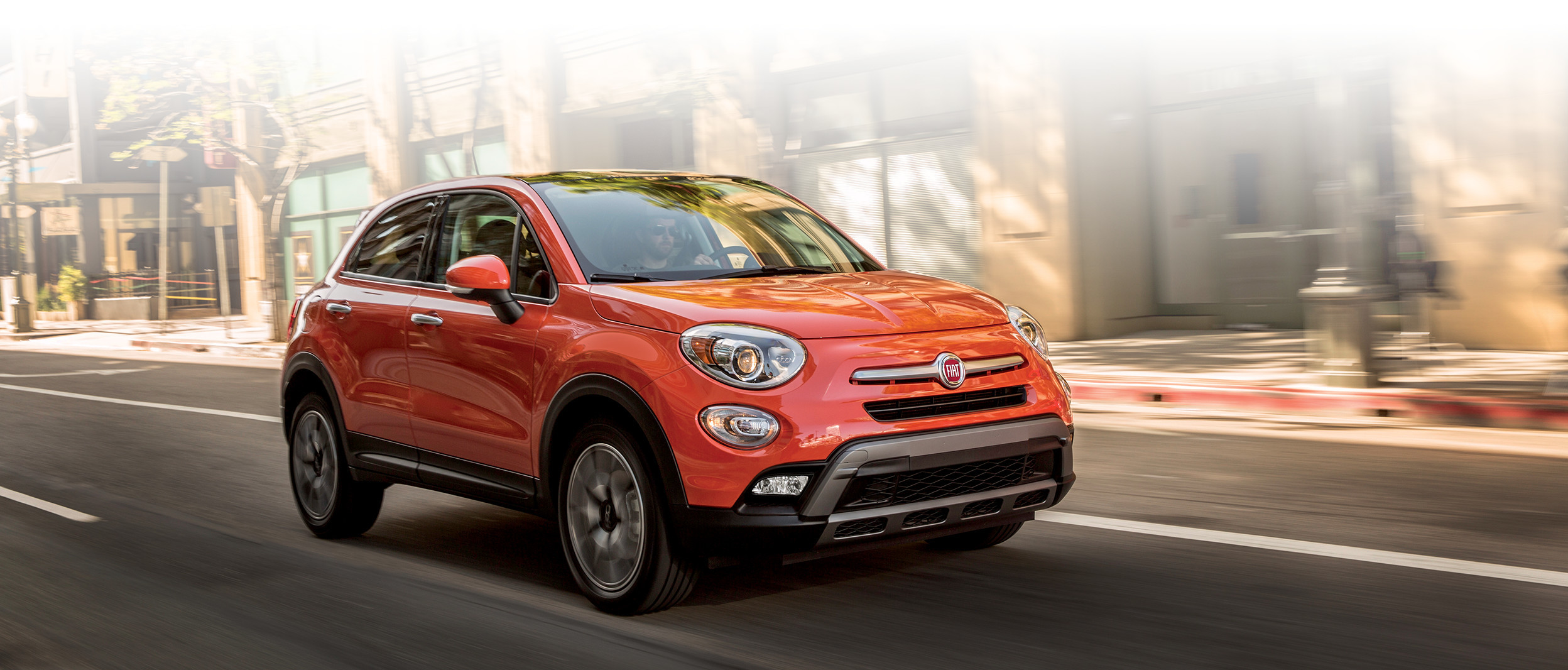 2018 Fiat 500X crossover front view grille in red
