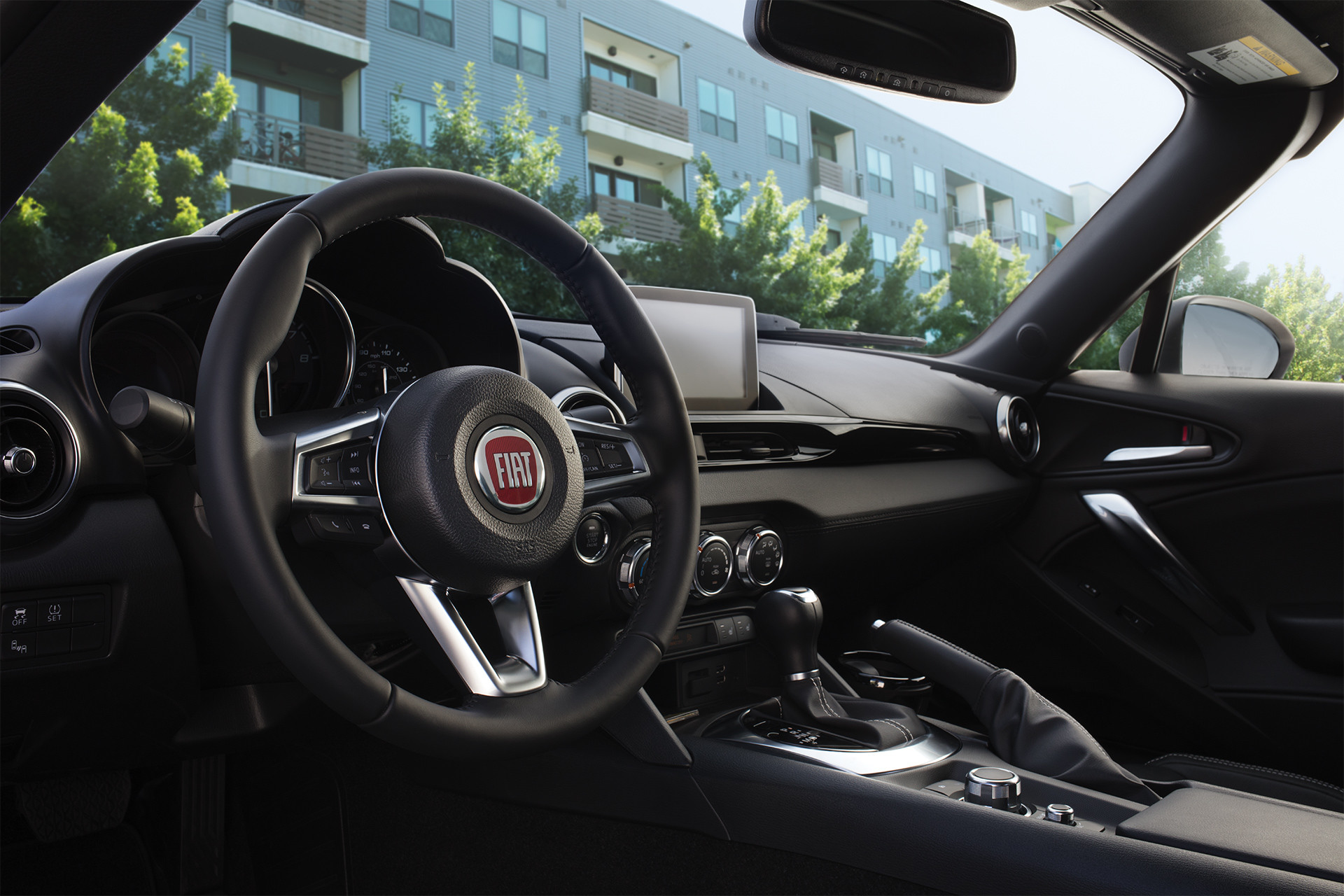 FIAT 124 Spider 2019 – photo de l'habitacle et de la console
