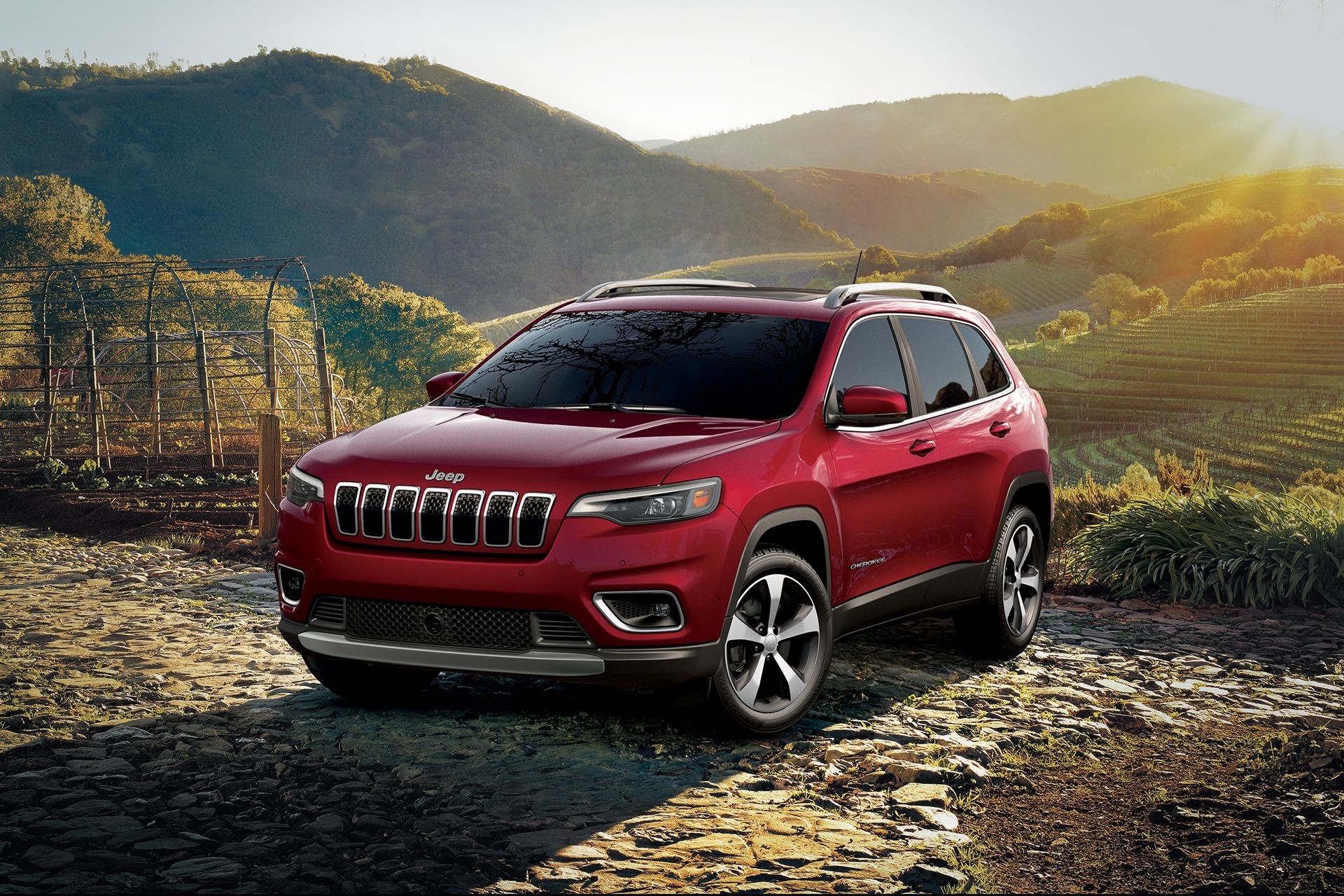 Jeep Cherokee 2019 red 4x4 outdoors