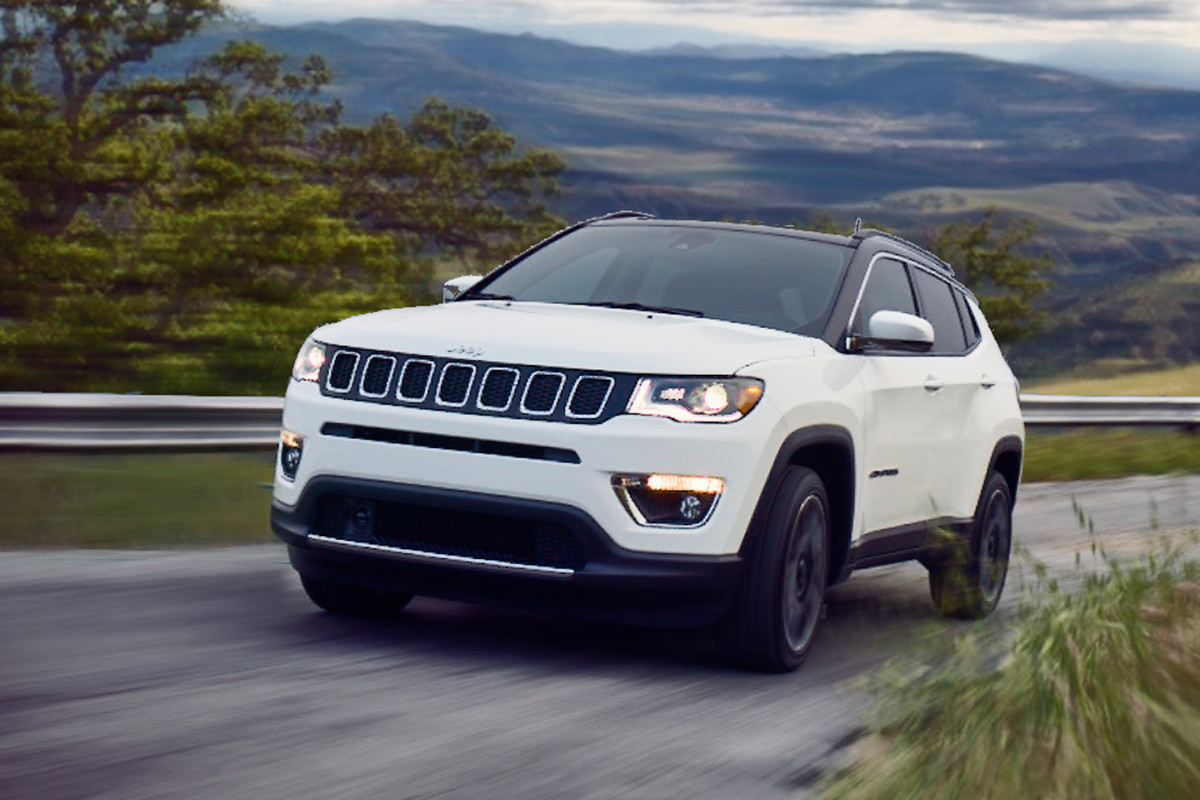 2019 Jeep Compass white body with black roof