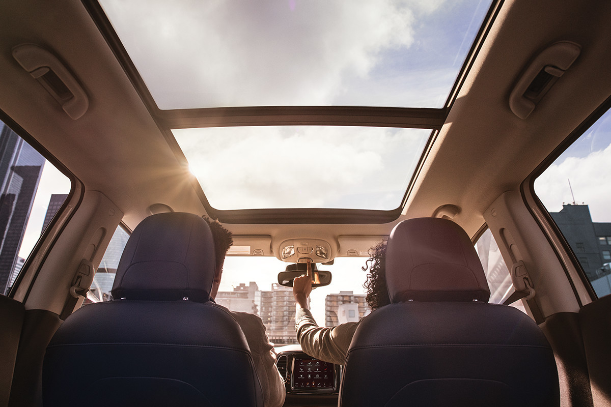 2019 Jeep Compass dual pane sunroof