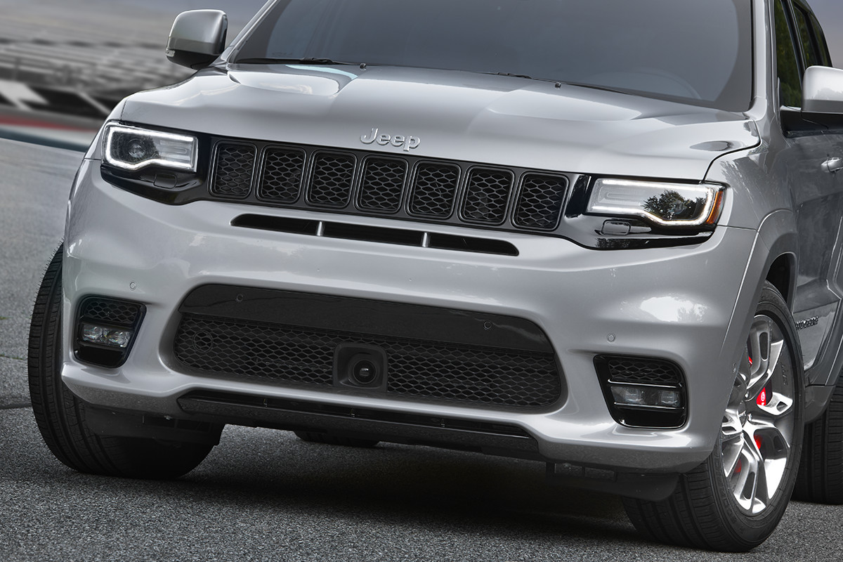 2018 Jeep Grand Cherokee SUV race inspired exterior vented hood