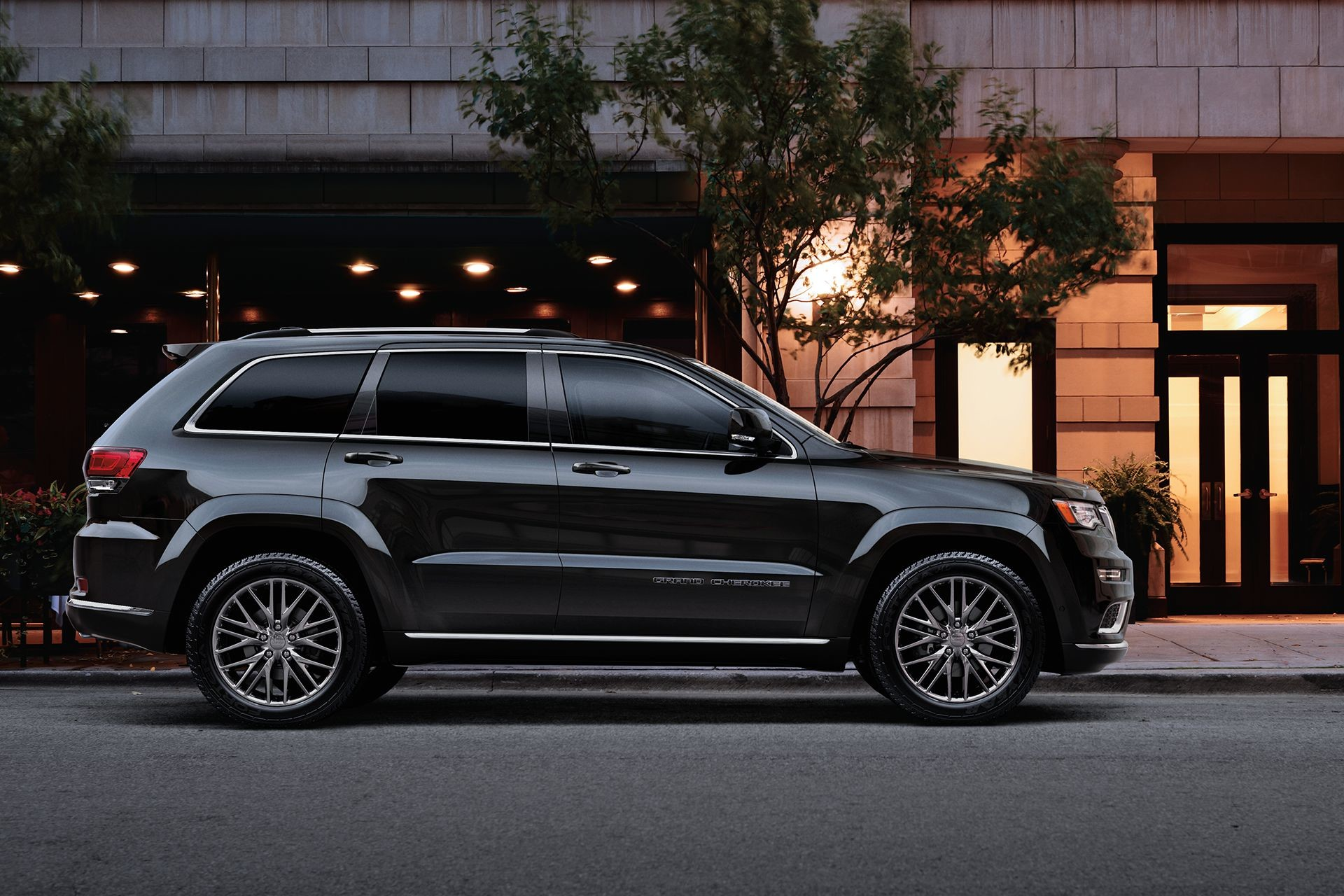 2018 Jeep Grand Cherokee SUV side view at night