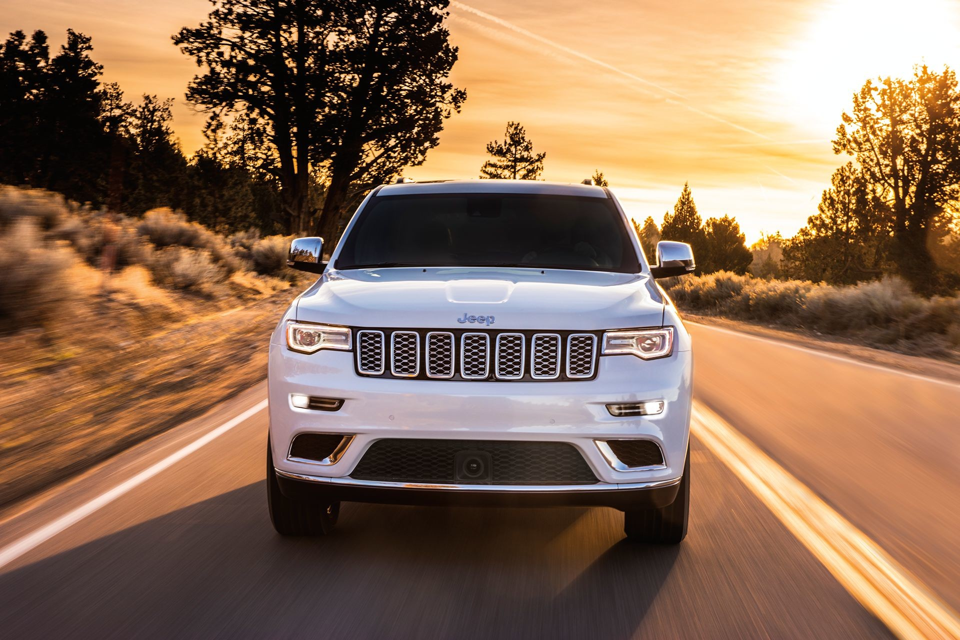 VUS Jeep Grand Cherokee 2018 – vue de face, illustré en blanc