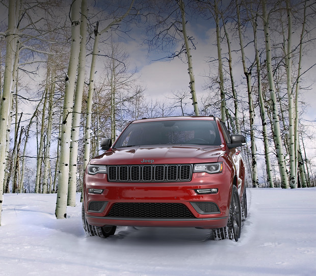 2019 Jeep Grand Cherokee driving down city street