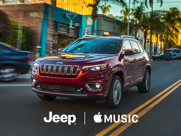 2018 Jeep Cherokee Red Front View with Apple Music Experience