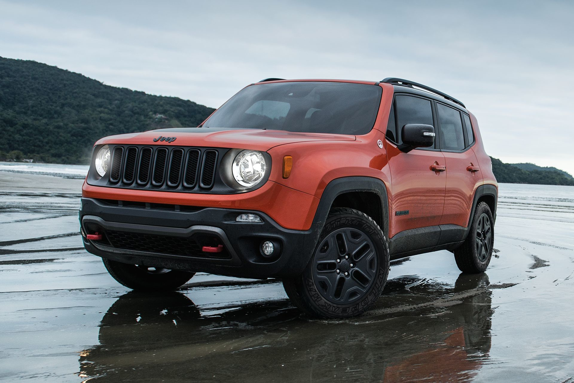 2018 Jeep Renegade 4x4 driving in snow