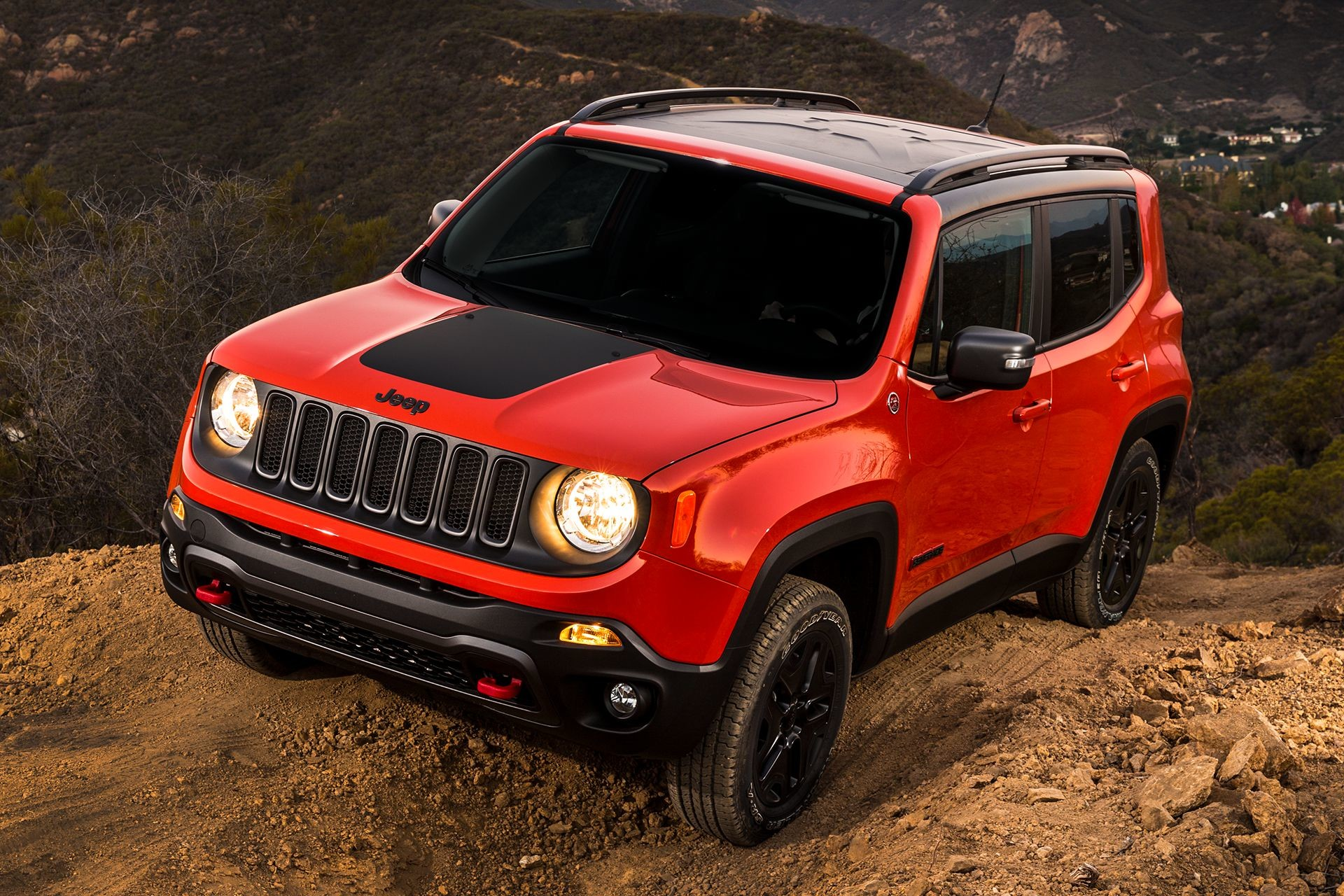 2018 Jeep Renegade small SUV off-roading