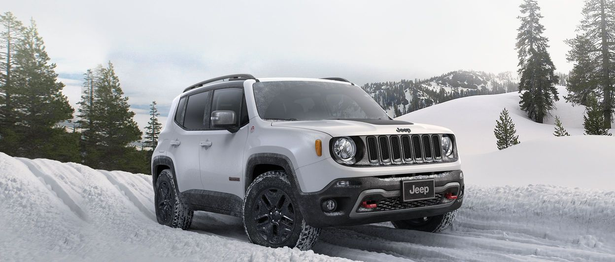 2018 Jeep Renegade front view, shown in red