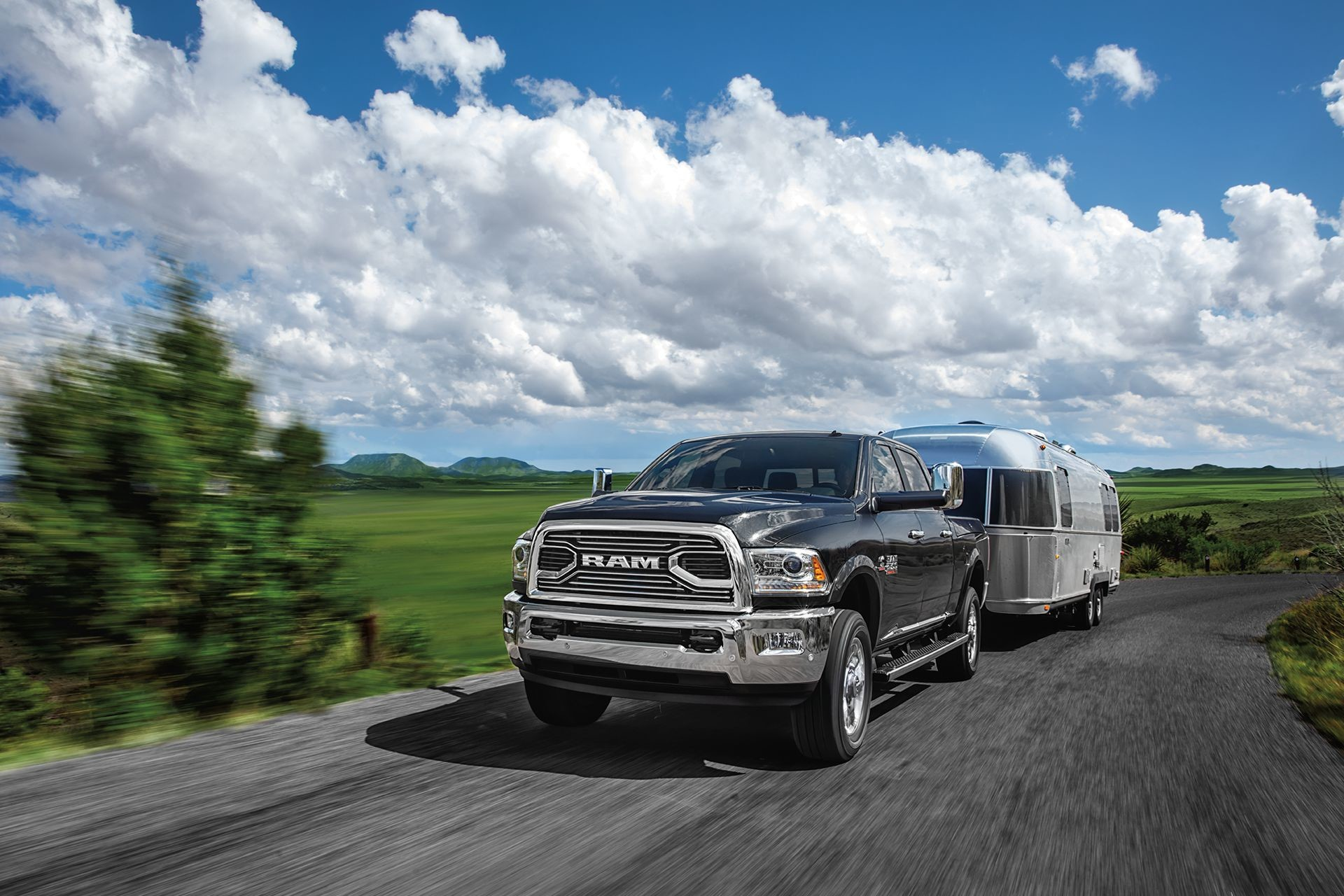 2018 RAM 2500 pickup truck Best-In-Class 3/4 ton gas towing
