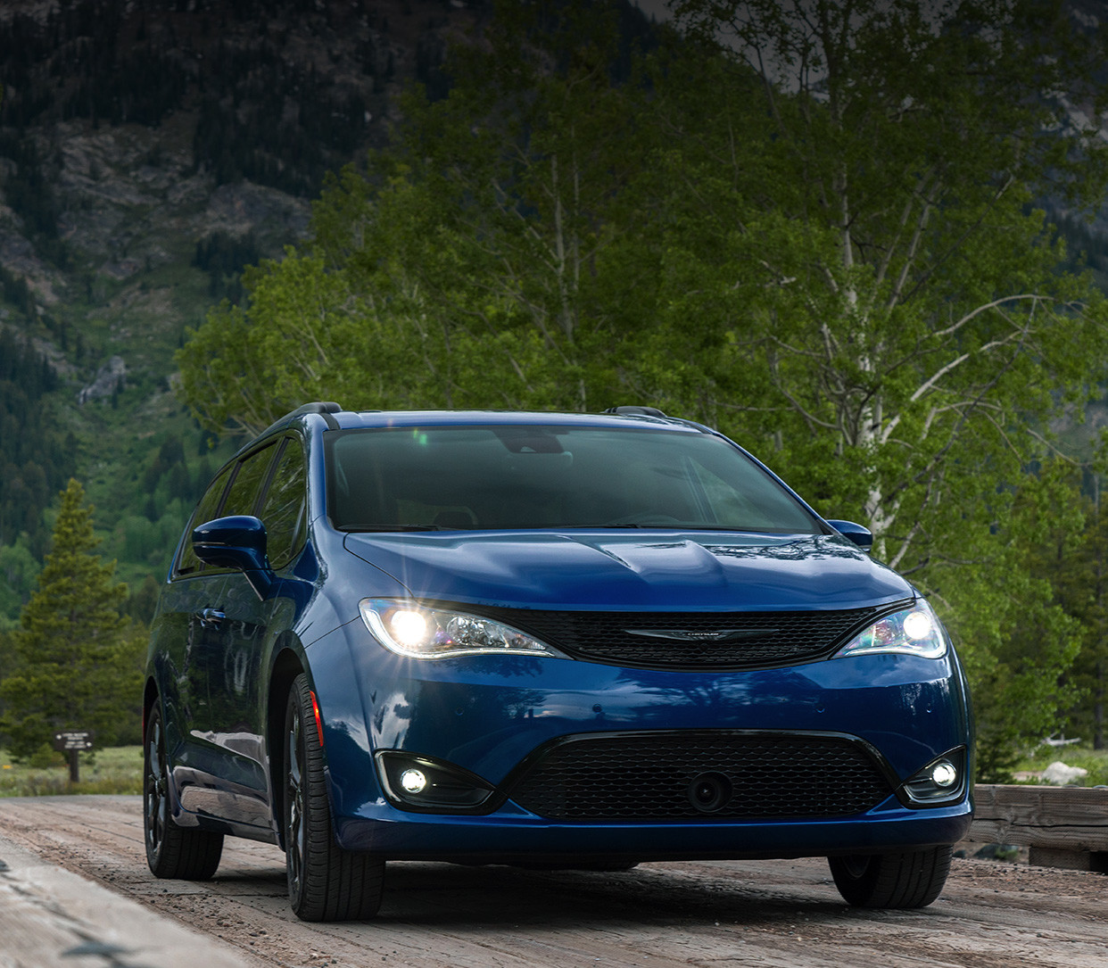 Chrysler Pacifica Limited Edition: 2020 Chrysler Pacifica Minivan